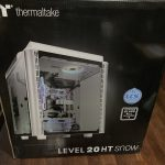 届きましたが・・・ デカイ!!! Thermaltake LEVEL 20 HT Snow Edition